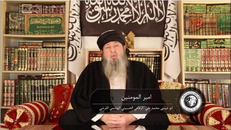 Abu 'Isa ar-Rifa'i (le Calife de Londres). Sur cet image, en arabe, on peut lire «Le Commandeur des Croyants» et, sous la ligne du dessous, «Abu 'Isa Muhammad 'Ali ar-Rifa'i al-Husayni al-Hashimi al-Qurashi», mettant ainsi en évidence son ascendance qurayshite.
