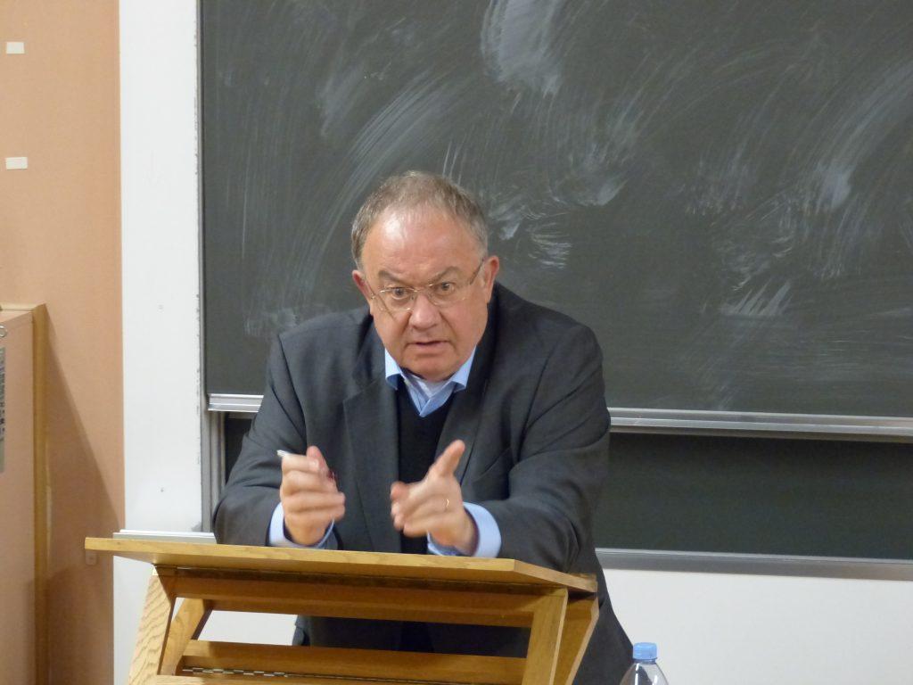 Olivier Roy durant sa conférence à l'Université de Fribourg (© 2016 Thomas Jammet).